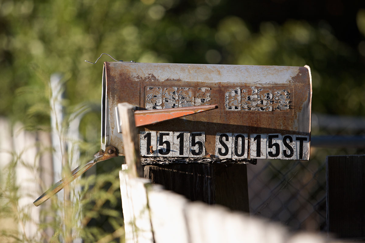 Photo of rusty mailbox