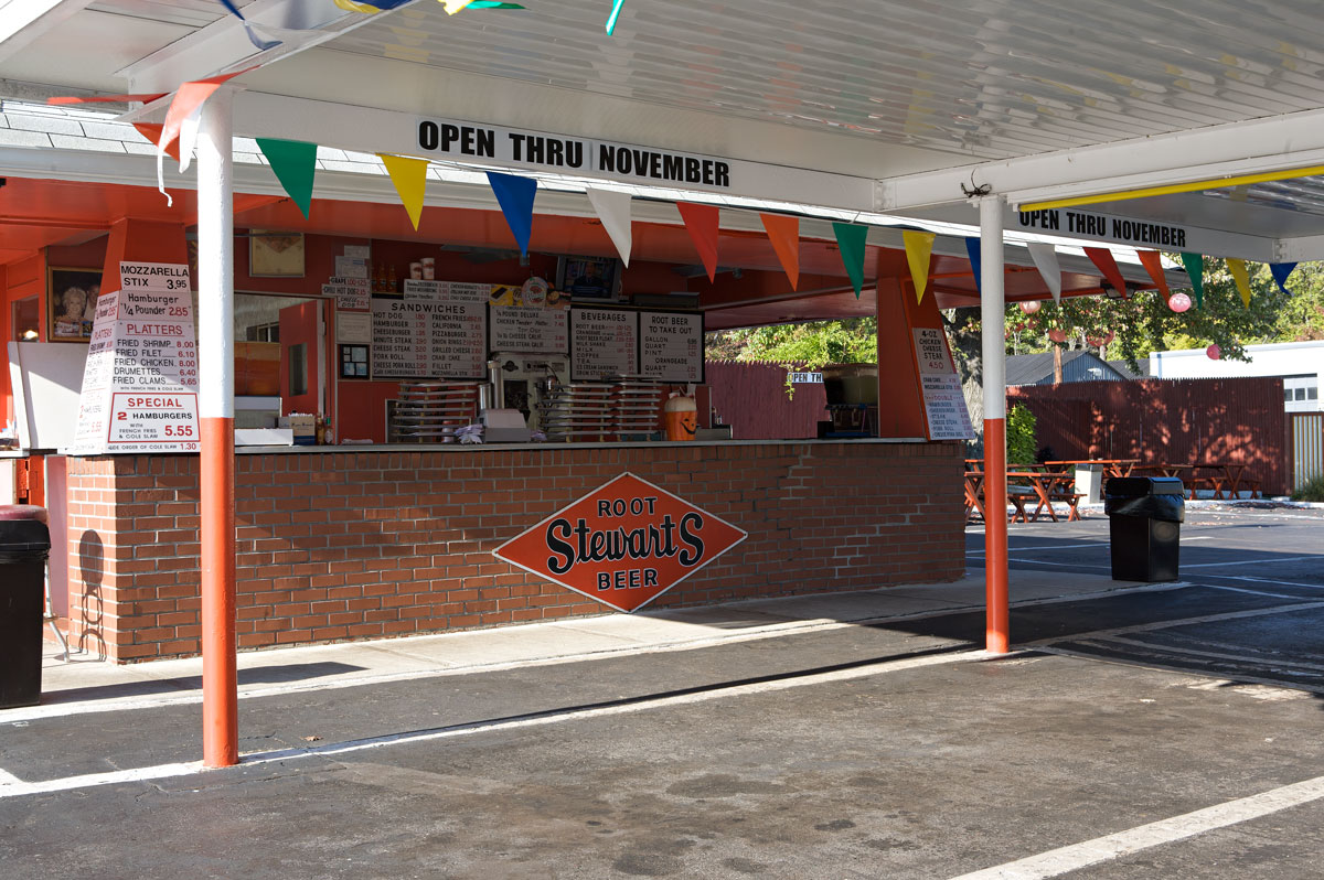 Photo of Stewarts Root Beer stand — Lawrenceville, New Jersey.